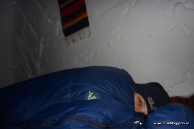 Die Reisebloggerin im Schneeiglu