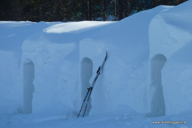 Meine Nacht im Schneeiglu in Finnland