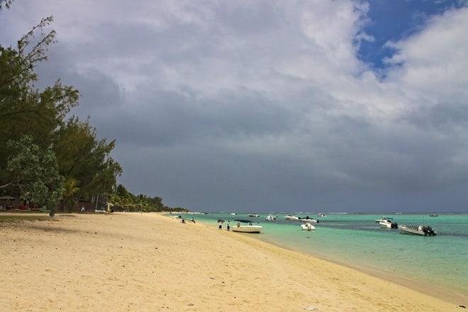Strand bei Le Morne auf Mauritius
