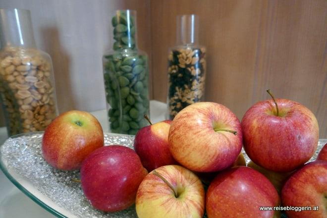 Äpfel und Snacks