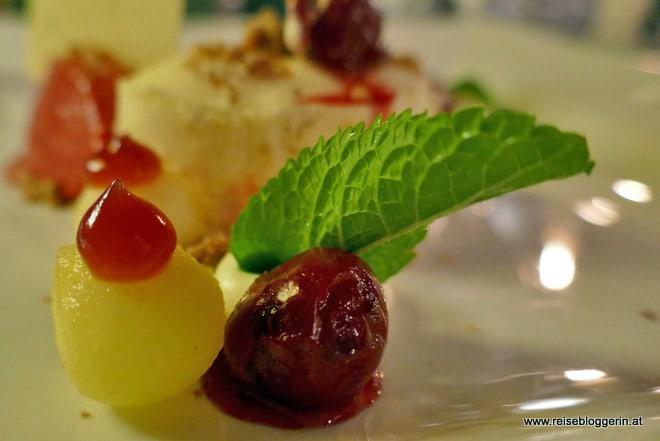 Mandelparfait mit Apfel und Saurer Kirsche