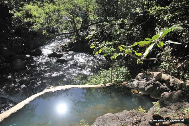Heiße Quellen am Rio Negro in Costa Rica