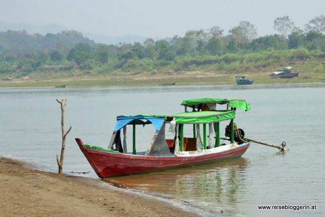 Mit dem Boot zu den Dörfern der Chin