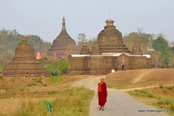 Ein Mönch in Mrauk U in Myanmar