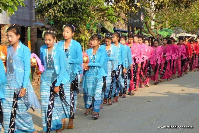 Shi Pyu-Prozession