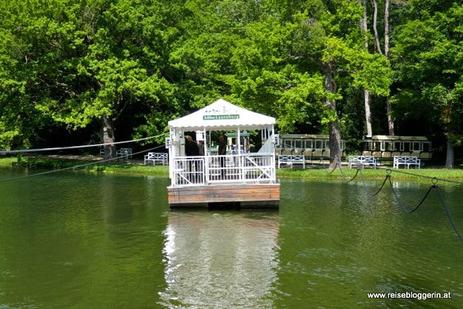 Fähre im Schlosspark von Laxenburg