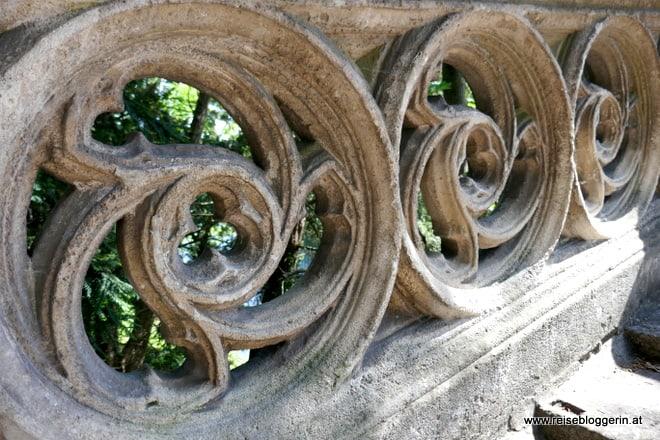 Die gotische Brücke in Laxenburg ist aus Stein - Detailaufnahme
