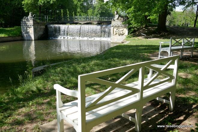 Die Kaskade im Schlosspark Laxenburg ist ein kleinerer Wasserfall