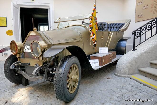 Nachbau des Autos in dem Franz Ferdinand und Sophie beim Attentat in Sarajevo ums Leben kamen