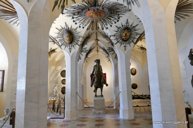Waffensaal in der Franzensburg