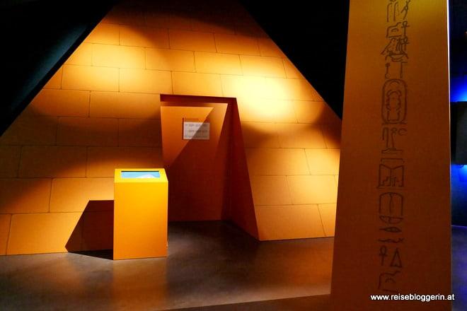 Pyramide in der Sonnenwelt