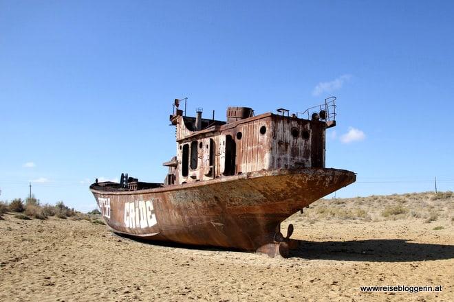 Ein Schiffswrack am Aralsee