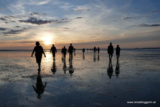 Der Sonnenuntergang bei der Wattwanderung an der Nordsee