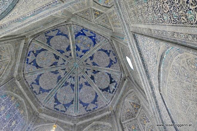Innenkuppel im Pahlawon Mahmud Mausoloeum