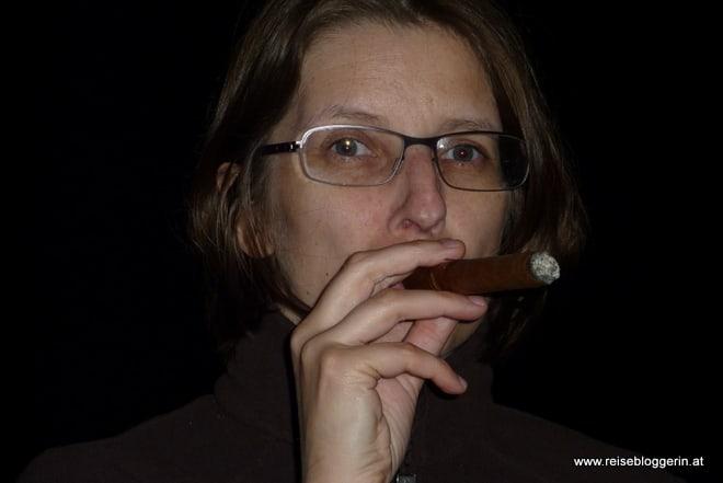 Zigarre rauchen in Kuba