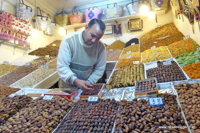 Dattelverkäufer im Souk von Marrakesch