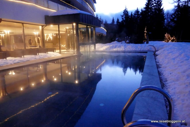 Outdoorpool im Josef Mountain Resort