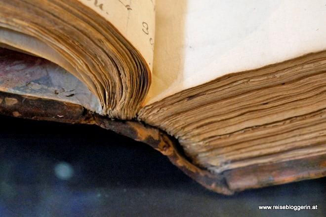 Ein Buch in der Österreichischen Nationalbibliothek