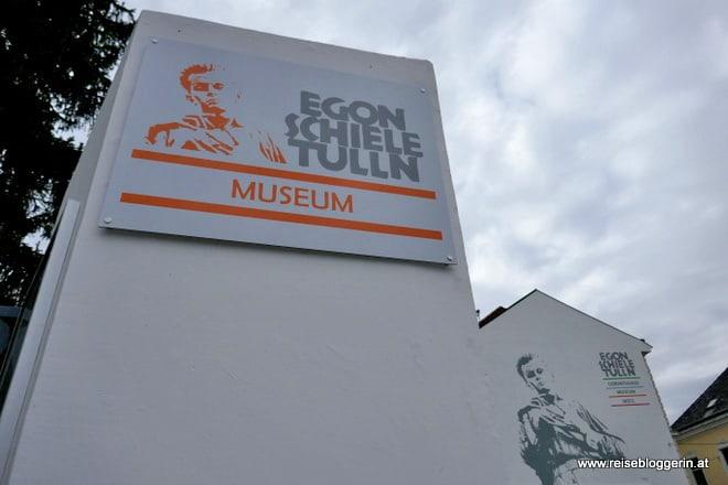 Vor dem Egon Schiele Museum in Tulln