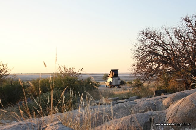 Camping im Dachzelt in Kubu Island in Botswana
