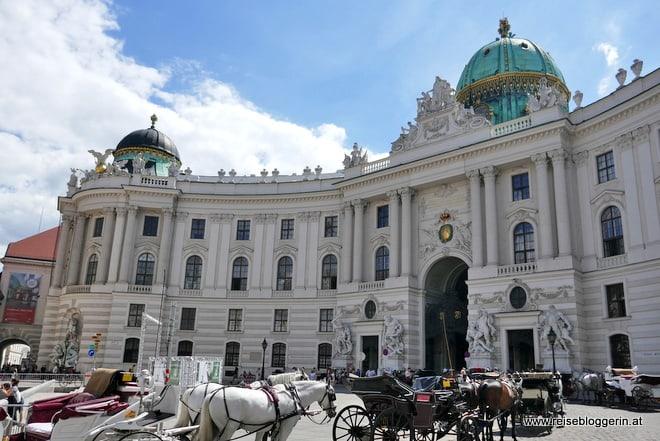 Der Michaelerplatz vor der Hofburg