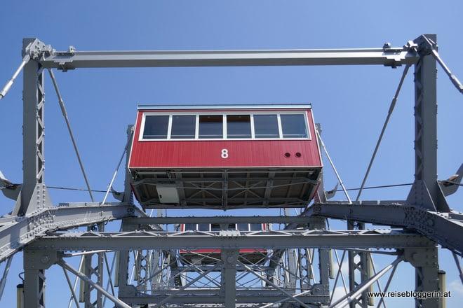 Der rote Waggon mit der Nummer Acht vom Riesenrad