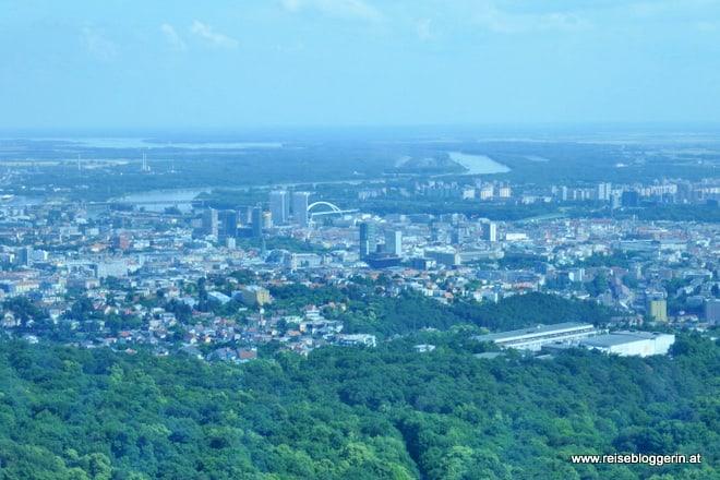 Der Ausblick vom Fernsehturm auf Bratislava