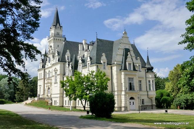 Das Schloss Budmerice