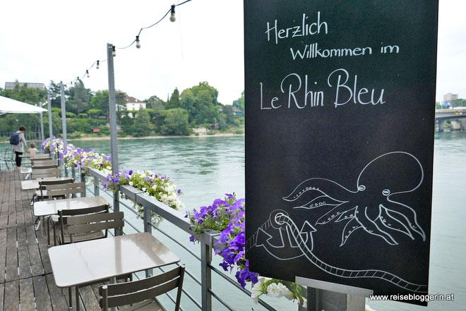 Im Le Rhin Bleu in Basel sitzt der Besucher direkt über dem Rhein.