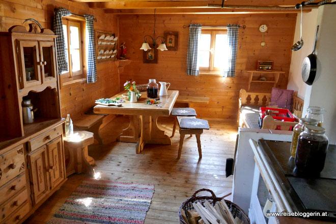 Die Wohnküche in der Wallmanhütte