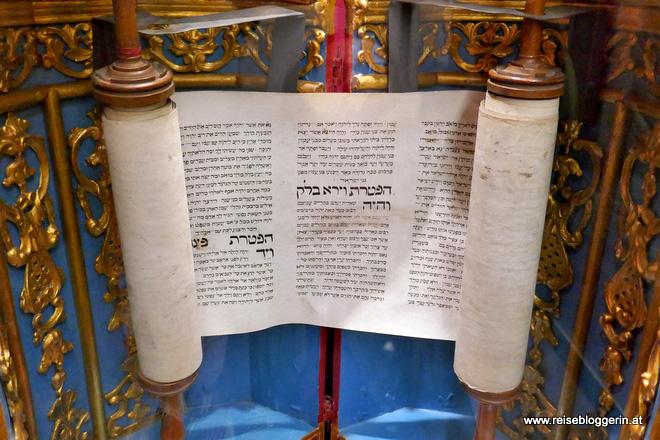 Thorarollen im Jüdischen Museum in Venedig