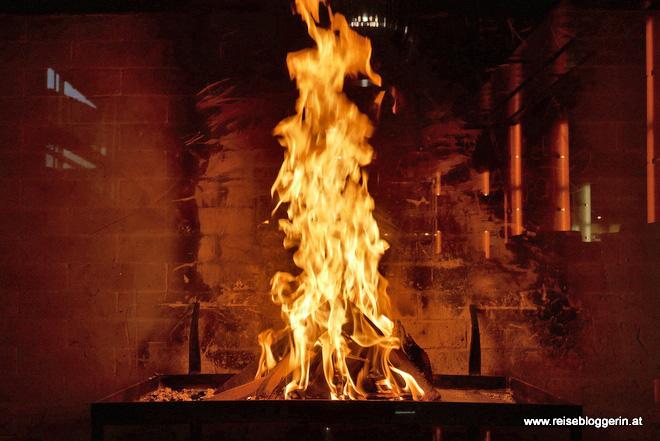 Das Kaminfeuer in der Lounge