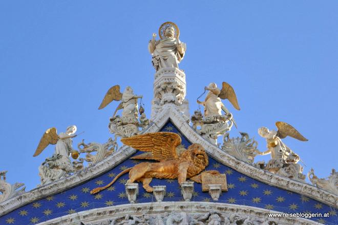Der goldene Markuslöwe am Markusdom