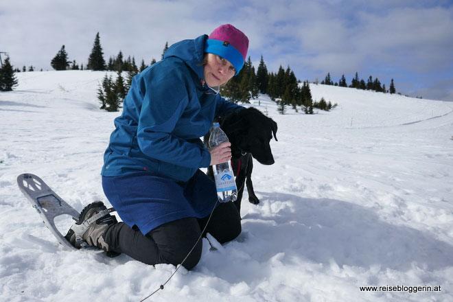 Angelika von Wiederunterwegs.com samt Hund Coffee