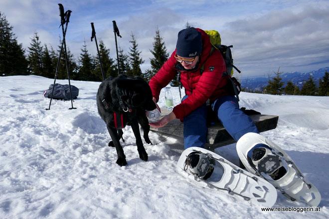 Reisebloggerin beim Schneeschuhwandern