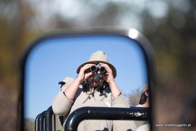Mit einem Swarovski Fernglas auf Safari