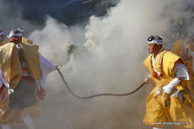 Feuerritual beim Daisho-in Tempel in Japan