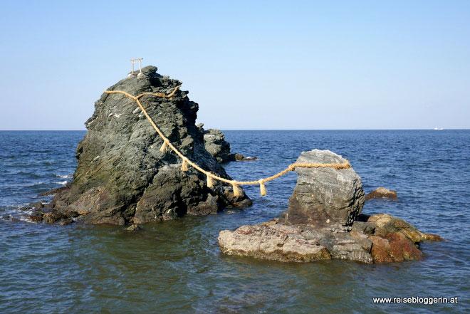 Meoto Iwa - die verheirateten Felsen