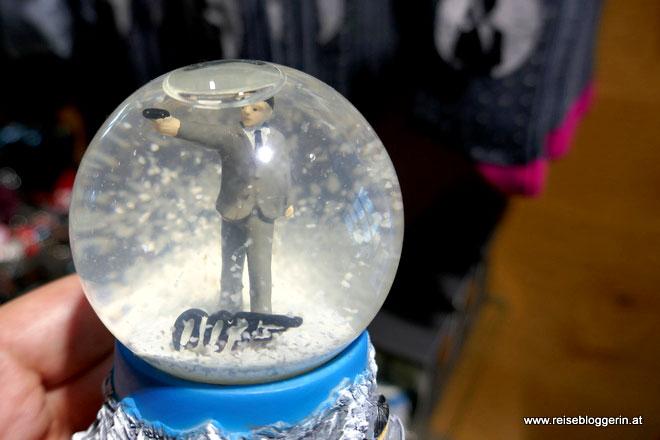 Schneekugel mit James Bond
