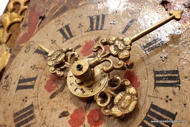 Uhrzeiger einer alten Uhr im Uhrenmuseum Wien