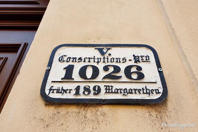 Eine Hausnummer im Schlossquadrat