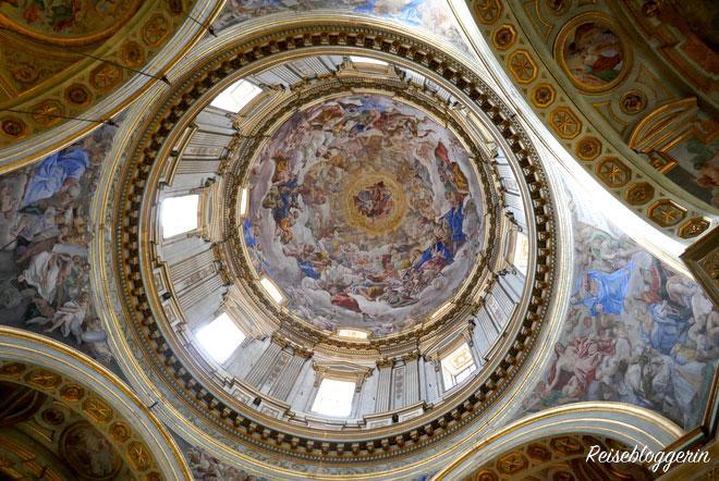 Die Kuppel vom Dom in Neapel