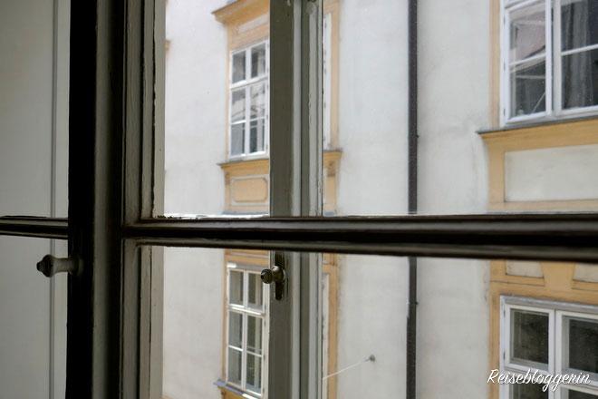 Blick aus dem Mozarthaus auf die Domgasse