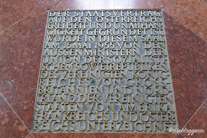 Belvedere Inschrift im Marmorsaal