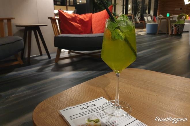 Ein Cocktail im The Flave, der Bar im Novotel am Hauptbahnhof