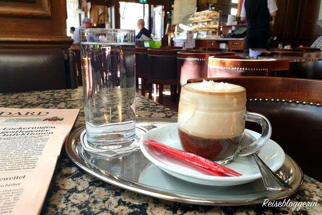 Einspänner im Cafe Schwarzenberg
