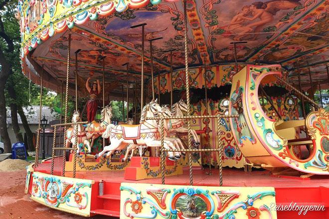 Karussell mit Pferden im Böhmischen Prater