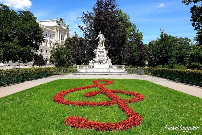 Mozartdenkmal im Burggarten