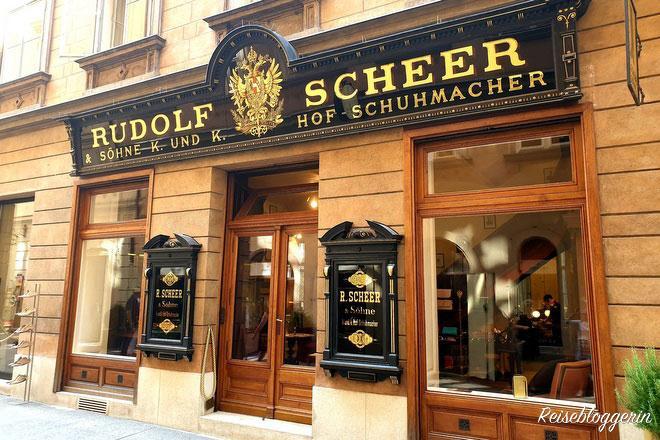 Eingangsportal - goldene Schrift auf schwarzem Grund - Rudolf Scheer und Söhne - Hofschuhmacher