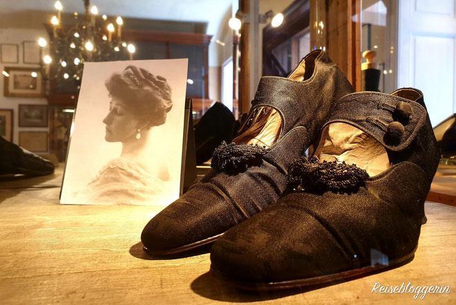 schwarze Schuhe der Kronprinzessin Stephanie
